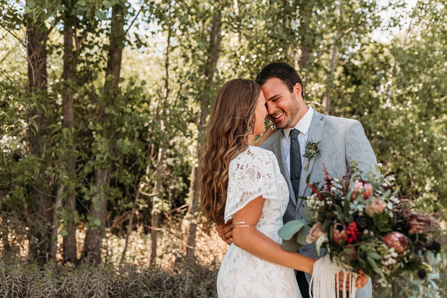bohemian wedding ledge stone vineyards carlee secor photography green bay wedding photographer wisconsin